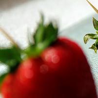 很清新的夏季草莓QQ头像图片