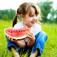吃西瓜的可爱小孩头像:没有西瓜的夏天不叫夏天