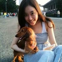 漂亮女生抱着狗狗的头像
