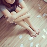 颓废感十足的女生头像:在不经意中就看清一些人
