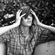2012伤感颓废男生头像:我的事情,与你无关