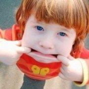 可爱搞怪的小男孩头像:不是傻逼就是爱你的人