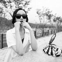 颓废的90后学生黑白QQ女头像图片