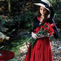 伤感的小清新女生头像:可不可以送我一朵玫瑰