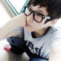超拽男生戴眼镜的QQ头像 很有型