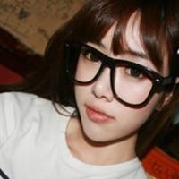 戴着大眼镜框的非主流QQ美女头像图片