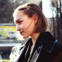 回眸微笑的QQ女生头像