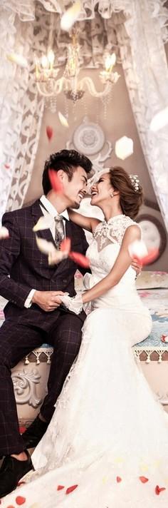 qq签名结婚_幸福情侣结婚照QQ皮肤图片 婚纱照就要这样拍