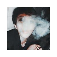颓废头像 男生叼烟的_眼泪划过的面容