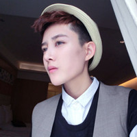 QQ戴帽子的男生头像