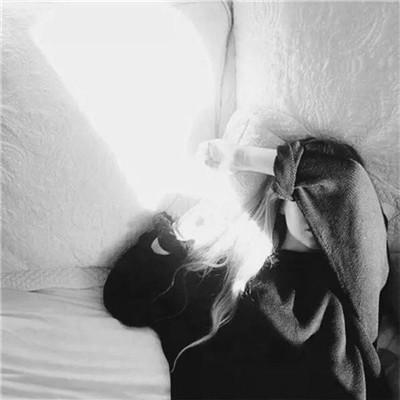 女生伤感颓废黑白头像2018精选 我把时间倒转爱上你的