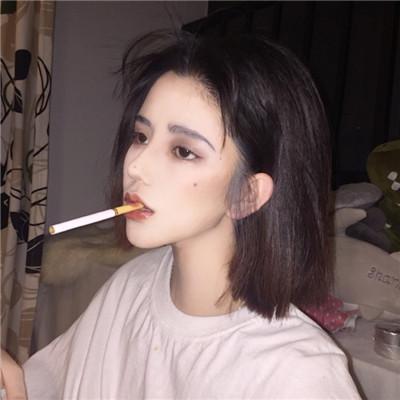 女生超拽霸氣吸煙頭像2018最新 我不是圣人也會有喜怒