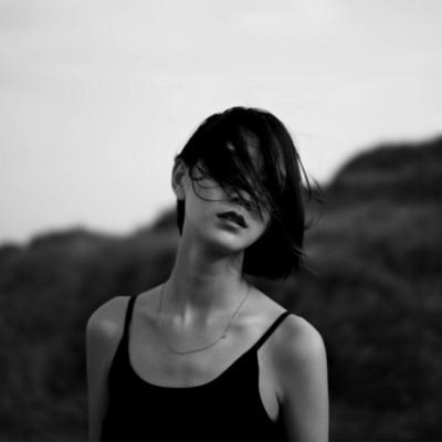 2018抖音最火女生头像霸气有个性 独一无二女生黑白伤感头像