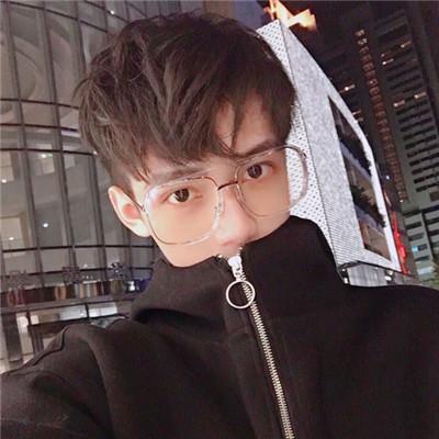 2018最流行的男生头像又帅又甜 一介草民不敢高攀爱情