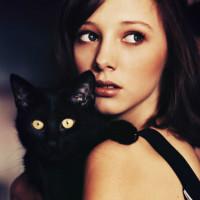 抱着猫的QQ女生头像,喜爱猫咪的可爱女生头像图片