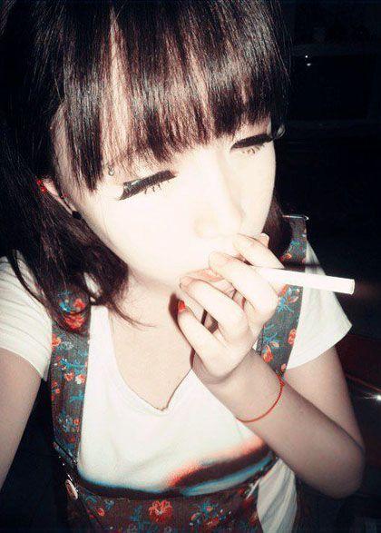 有内涵的名字_霸气的抽烟女生QQ皮肤图片,欧美范儿女生抽烟皮肤图片