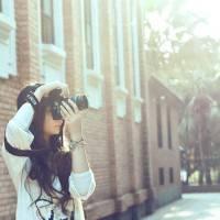 相机控女生头像,手拿相机的唯美女生头像