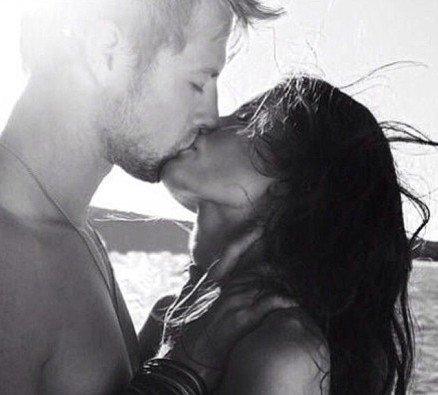 欧美情侣接吻图片