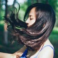 黑色长发女生唯美头像