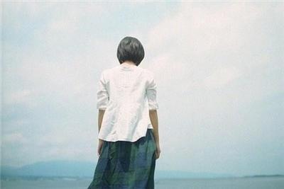 空间伤感女生背景图片