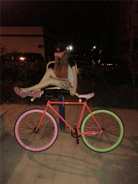 骑单车的情侣qq头像
