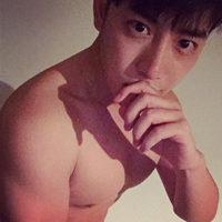 QQ头像男生肌肉上半身