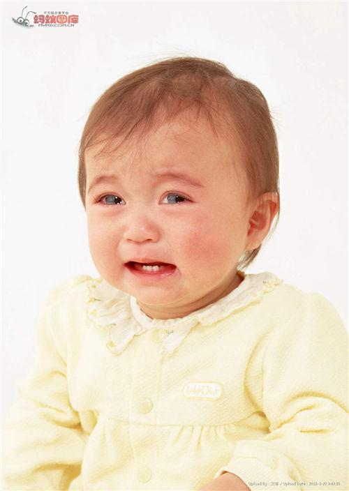 小孩哭的图片