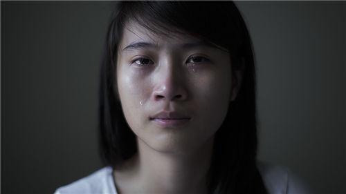 女生哭的图片