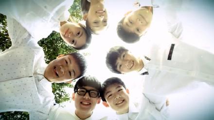 王俊凯在学校的照片