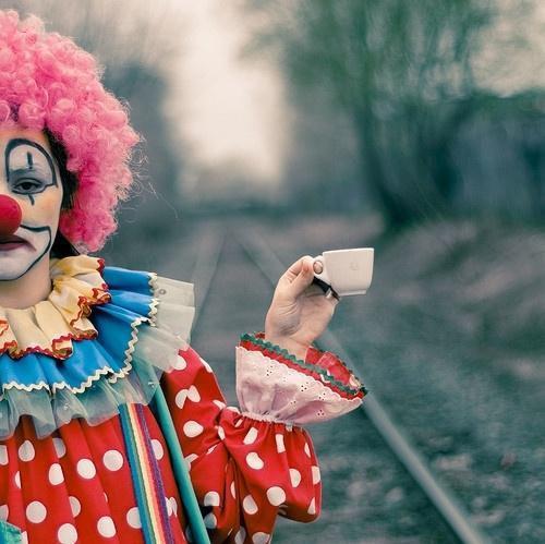 小丑流泪的悲伤图片