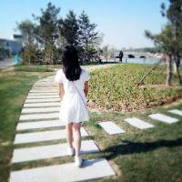 qq头像女生穿白色裙子