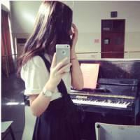 女生弹钢琴的qq头像 背影好美