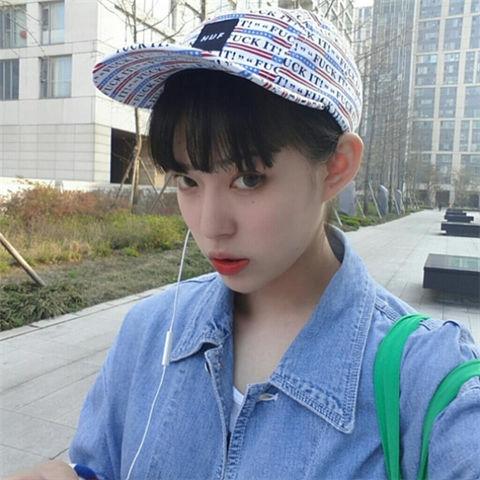 戴帽子帅气女生图片_游戏取名字大全网图片