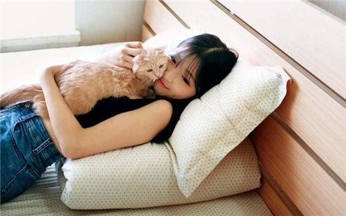 qq头像女生可爱抱猫咪