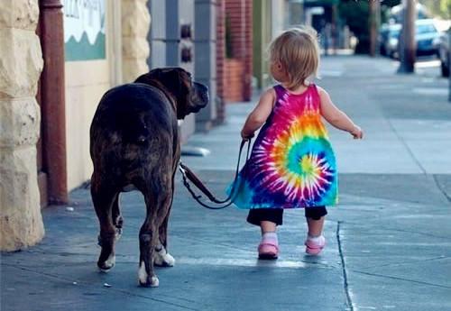 萌娃与狗的可爱图片
