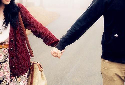 情侣牵手唯美图片