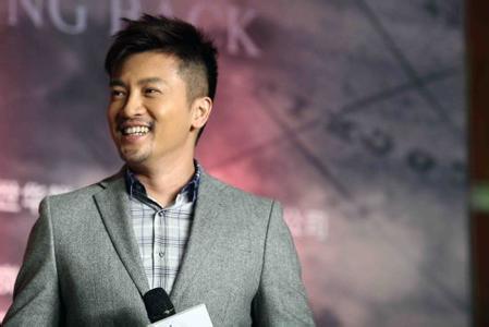 他与陈志朋,吴奇隆三人同时被《青春大对抗》节目组录取,起初只是为了图片
