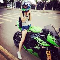 女生骑摩托车的霸气qq头像