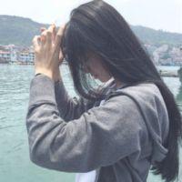 女生撩头发的头像