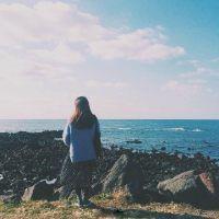 微信女生头像背影海边