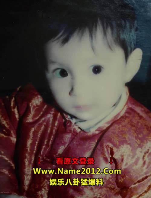照片中的小姑娘大眼睛明亮可爱,原来从小就是个美女啊
