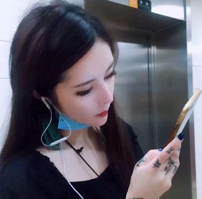 网络歌手自杀_ck沉珂现在的照片