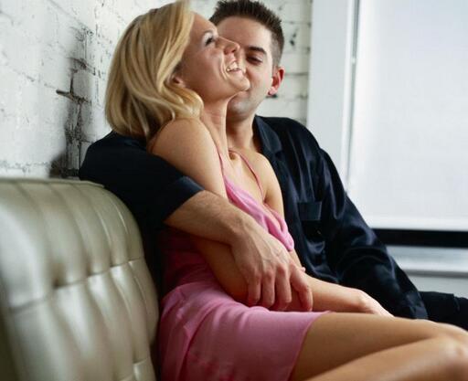 一个男人想睡你的表现,怎么看出一个男人是不是想睡你?