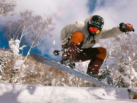 朴灿烈滑雪的照片