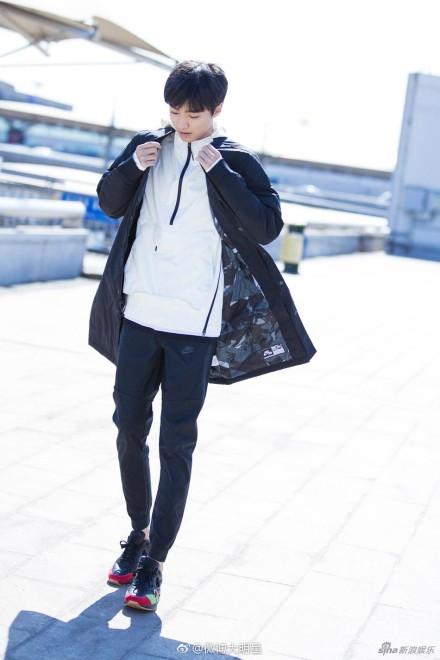 王俊凯一身运动服的帅气照片