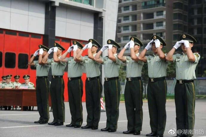 帅气的中国军人图片
