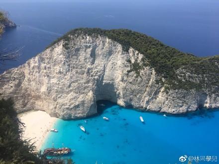 希腊沉船湾海水图片