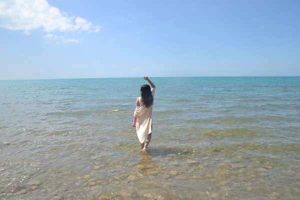 一个人面朝大海的图片