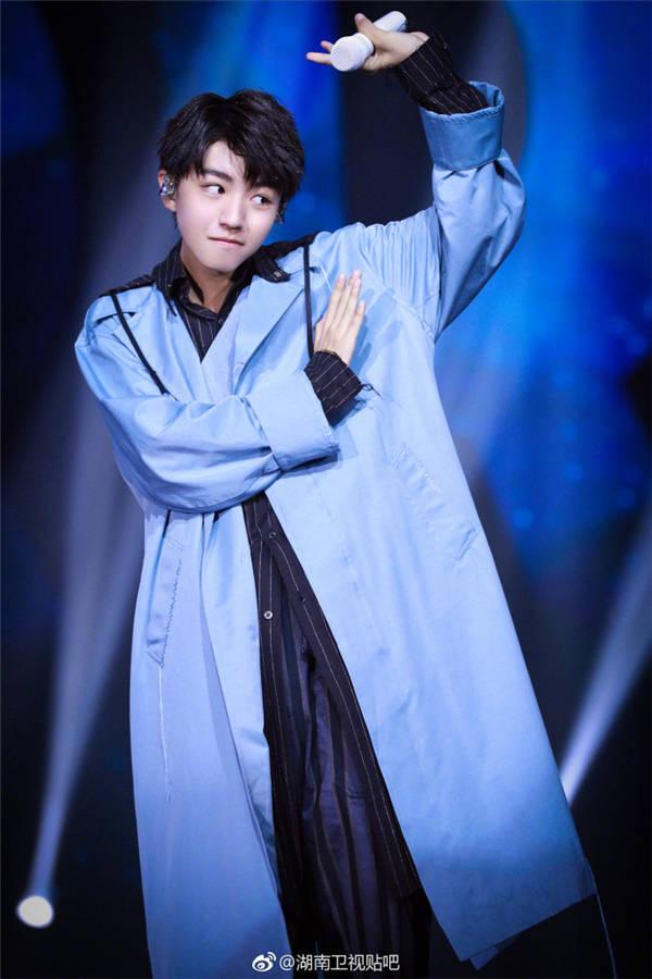王俊凯18岁生日会演出图片